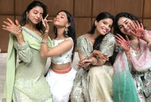 3 suhana khan with cousins