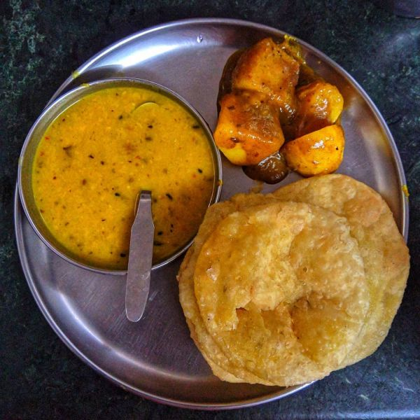 foods-to-eat-in-kolkata-radha-ballavi