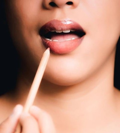 5. Benefits Of A Lipstick In Marathi