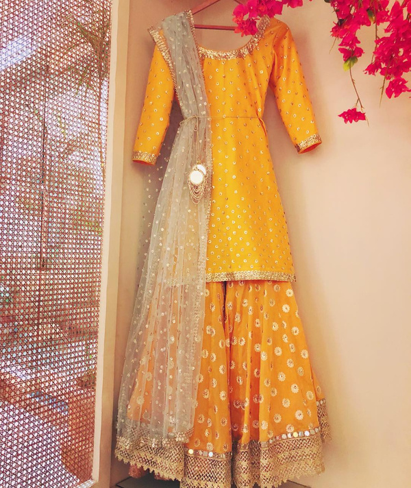 8-tassel-belt-and-big-border-suit-party-punjabi-suit-designs