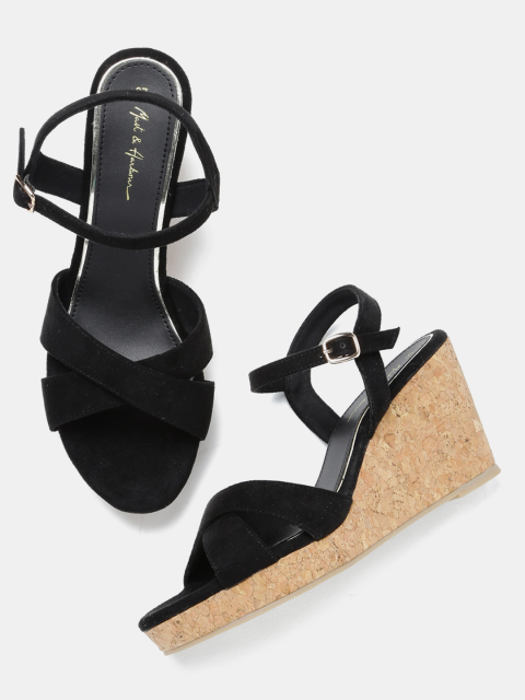 13 fashion essentials for college girls Black Wedges