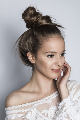 7 sexy hairstyles - messy knot