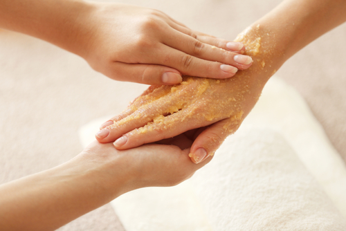 3 beauty tips scrubbing hands