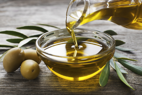 4 Home remedies for dark underarms olive oil