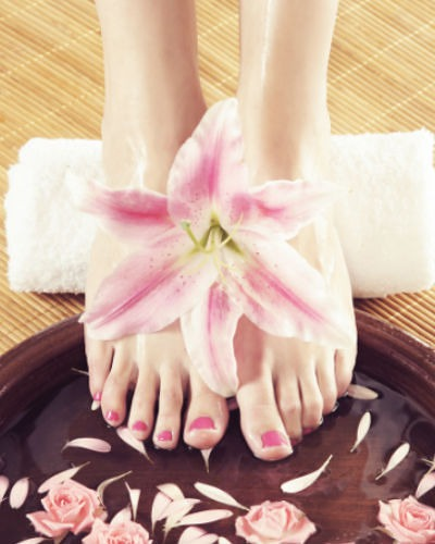 #Embarrassing: 5 Tricks To Keep Your Feet From Smelling!