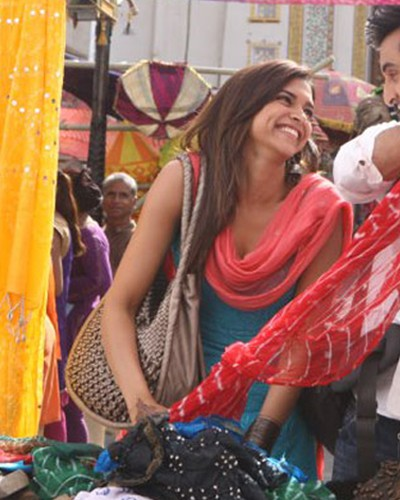 From Sarojini To Colaba: 24 Thoughts We All Have While Street Shopping