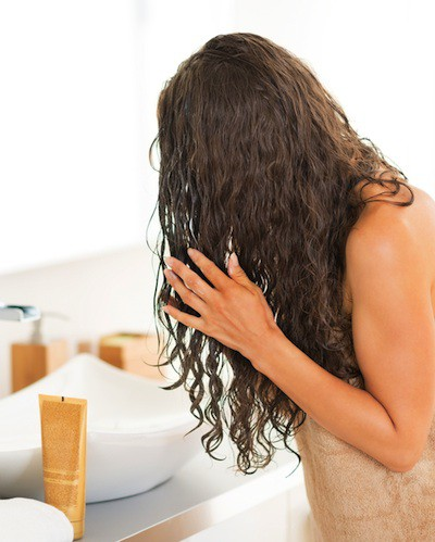 OOPS! 8 Little Mistakes That Are Making Your Hair Frizzy!