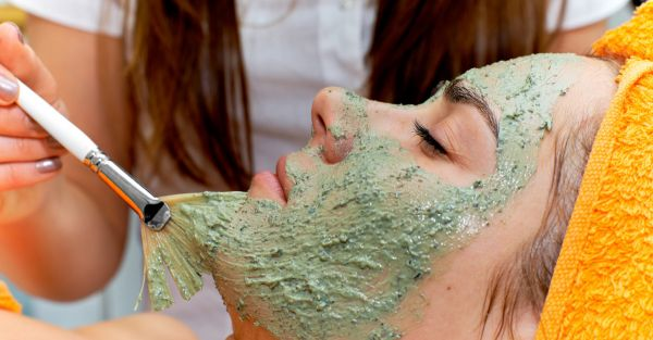 8 Things All Girls Secretly Do At A Salon (But Never Admit!)