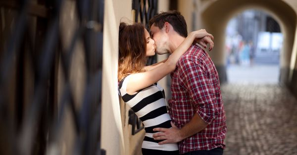 #MyStory: How A Bad Network Connection Delayed My First Kiss!