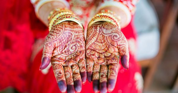 #BeautyDiaries: I Managed To Get My Wedding Mehendi On My FACE!