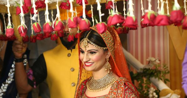 "7 Beautiful ""Phoolon Ki Chaadar"" Ideas For Your Shaadi!"