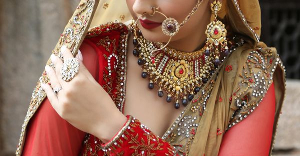 10 Things To Know Before Getting Your Shaadi Blouse Stitched!