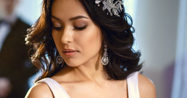 15 FAB Earrings For The Newlywed That Look Like Real Diamonds!
