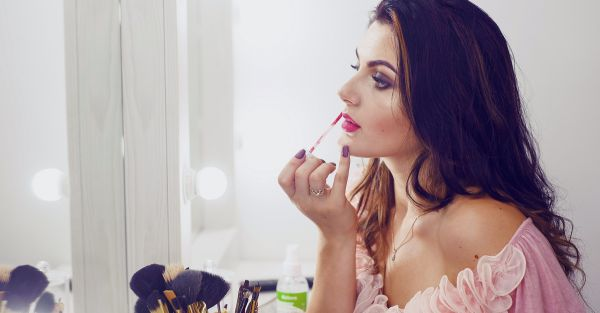 15 AMAZING Makeup Essentials For Every Girl - All Under Rs 150!