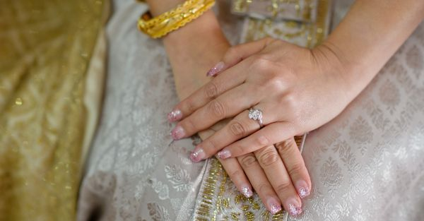 10 *Stunning* New Ways To Style Your Precious Engagement Ring!