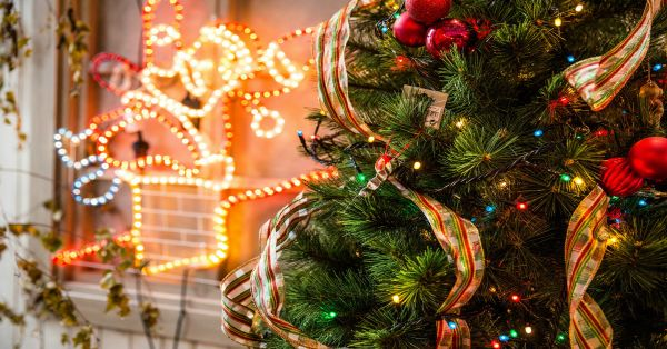 10 Easy Ways To Decorate Your Home For Christmas