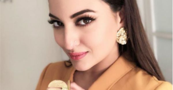 Beauty Breakdown: Get Sonakshi Sinha's Priceless Look With Sleek Hair And Bold Lashes!