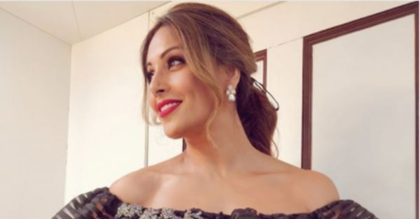 Tie Your Next Date Night Look Together With A Romantic Ribbon Ponytail