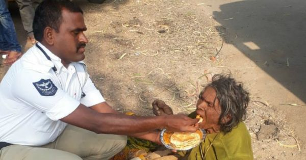 Hyderabad Cop Wins Hearts With This Sweet Gesture For A Homeless Woman!
