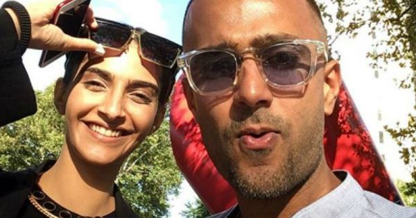 Sonam Kapoor's Reaction To Anand Ahuja's 'Romantic' Gift Is Epic!
