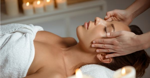 #Facelift: How To Give Yourself A Facial Massage At Home In Just 5 Minutes!