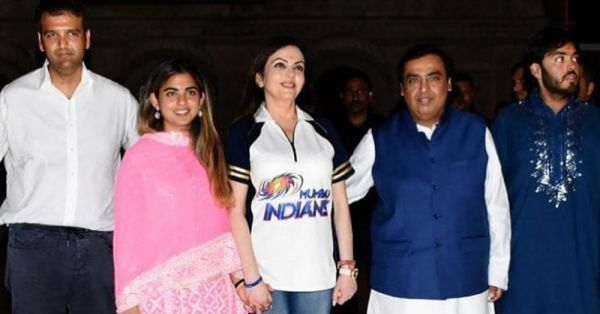 After Their Engagement, Isha Ambani Visits Siddhivinyak Temple With Anand Piramal And Family!