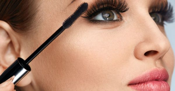These Mascara Tricks Will Help You Stop Comparing Your Lashes To Your Boyfriend