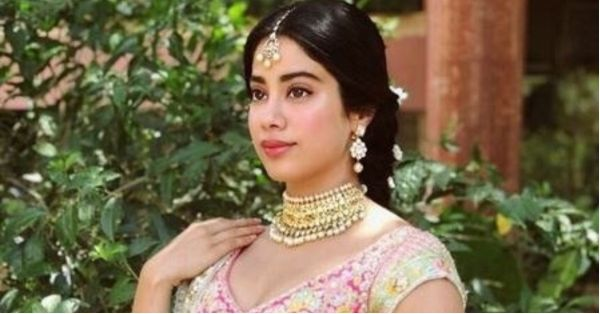 #VideoAlert: Janhvi Kapoor Dancing On Jhalla Wallah At A Wedding!