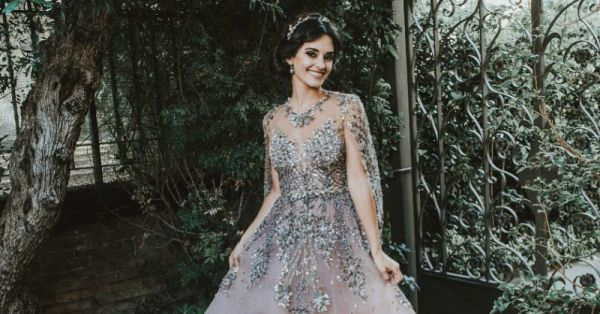 We Thought This Bride's Gown Was Gorgeous But Then We Got A Glimpse Of Her Back And...