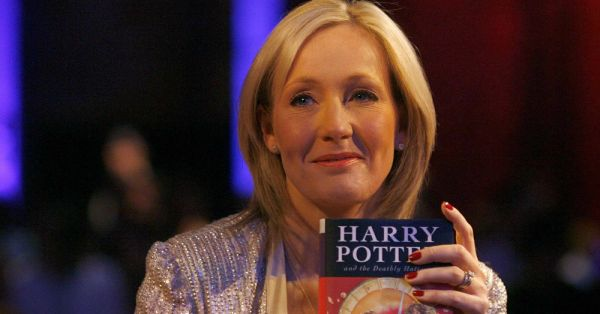 #RowlingIsOurQueen: 10 Times JK Rowling Did Magic On Twitter With Her Words