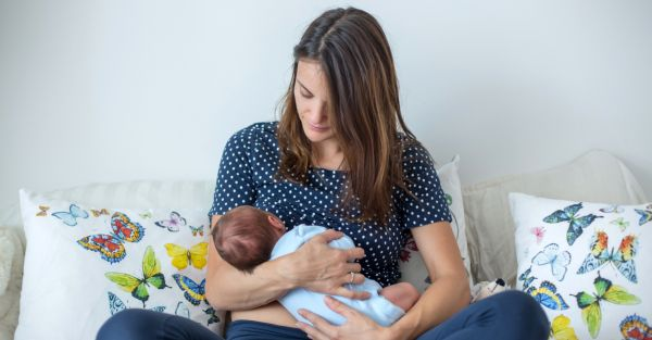 Dear Moms, Let's Talk About The Benefits Of Breastfeeding For You & Your Baby