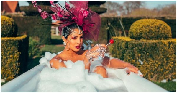 Women Are Buying Bathtub Tables While I'm Still Using Patanjali Rose Kanti Soap