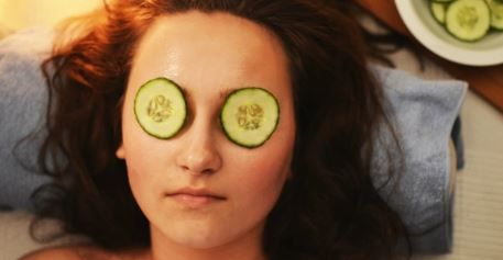 Cucumber On Eyes To Control Excessive Face Sweating
