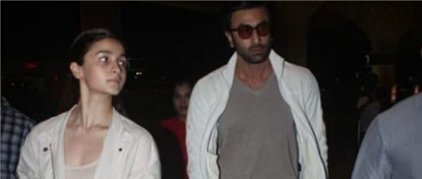 Ranbir Kapoor & Alia Bhatt Is The B-Town Couple That Knows How To Twin & WIN