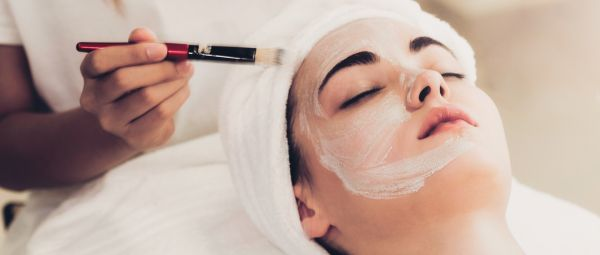 A Dermatologist Reveals Why Glycolic Acid *Should* Be A Part Of Your Beauty Routine