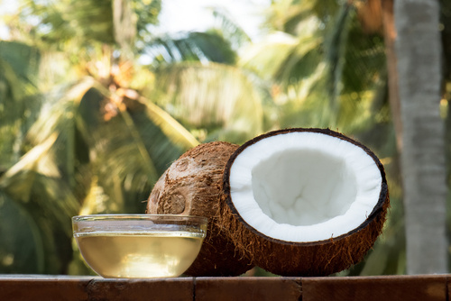 8 Surprising Ways Coconut Oil Makes You Prettier!