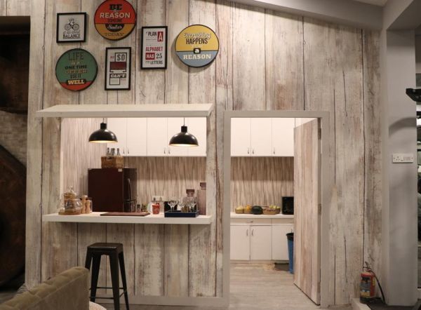 A picture of the cute li'l kitchen with popping accents