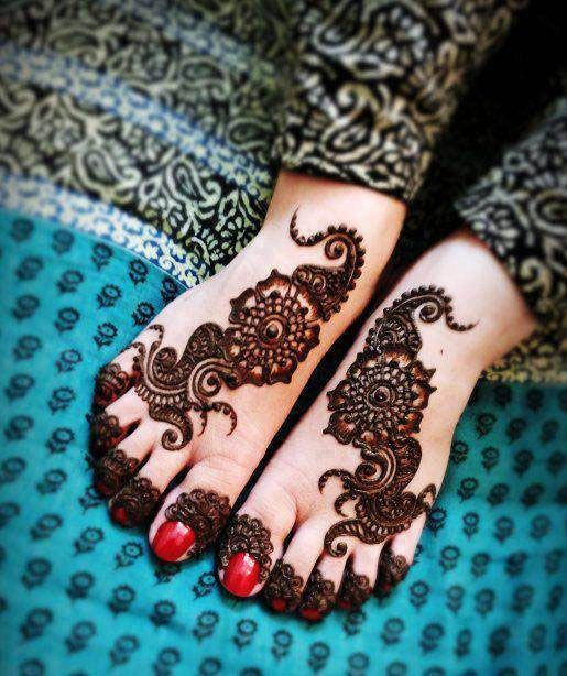mehandi on foot
