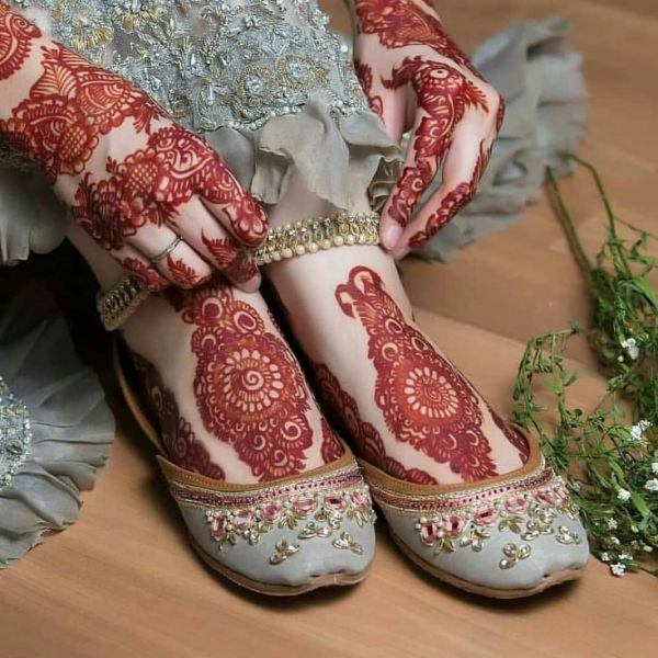 Beautiful mehndi designs on foot