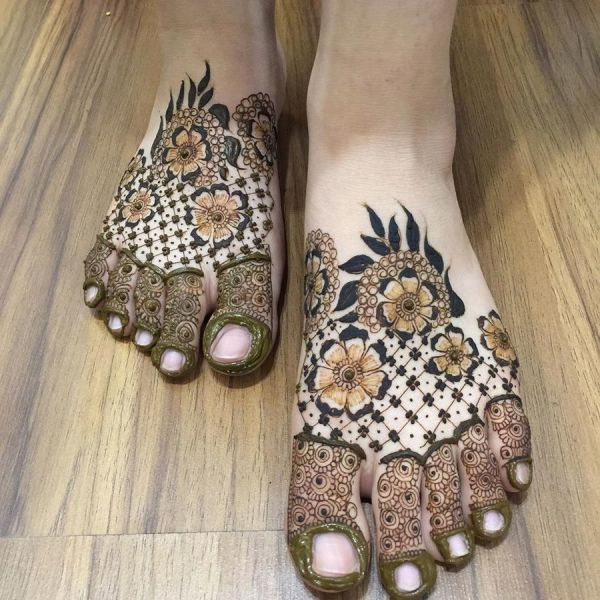 Beautiful Mehndi Designs on Feet