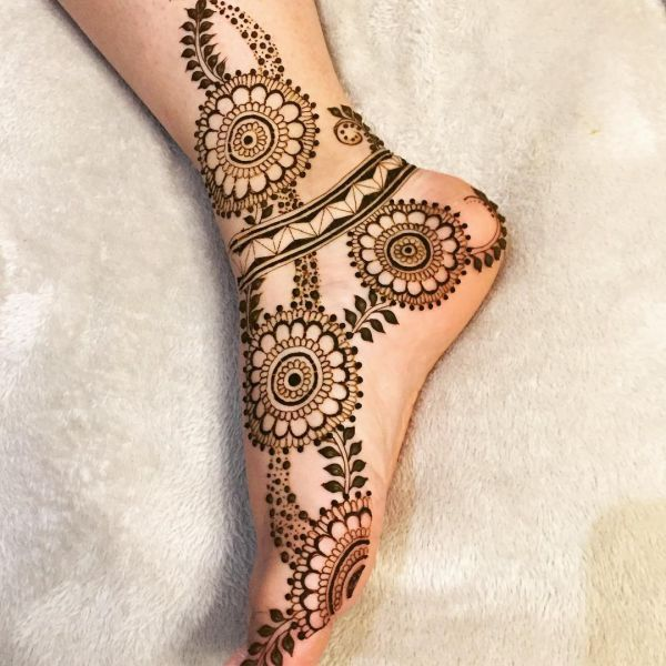 Floral mehndi designs on feet