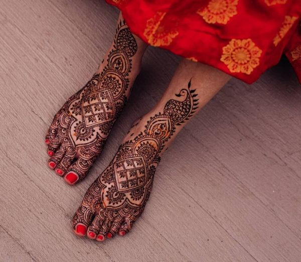peacock Mehndi design on the feet
