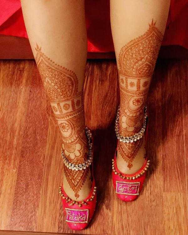 beautiful mehandi on feet