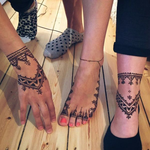 Moroccan Mehndi Design on feet