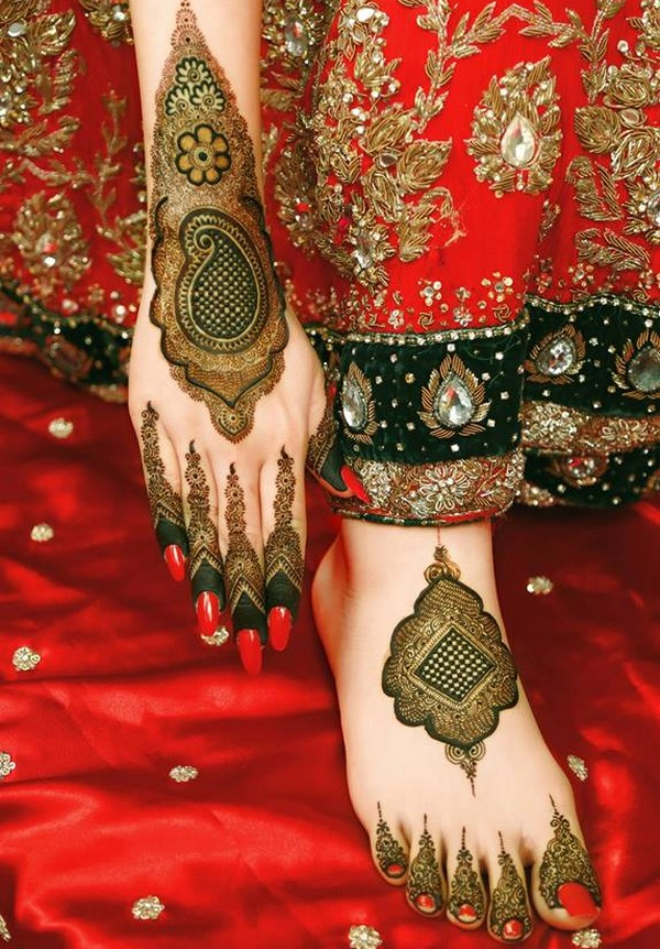 Dome shaped mehndi on feet