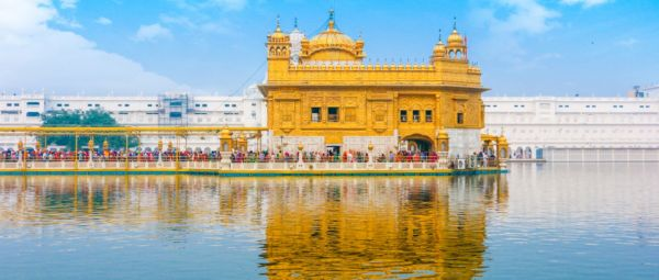 A Leap Towards Gender Equality: Women Are Now Allowed To Sing Inside The Golden Temple