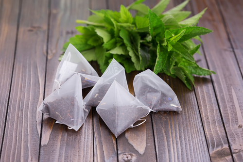 Treat your chapped lips by using green tea bags