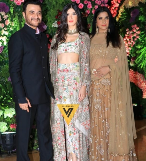 Shanta Kapoor with family at wedding