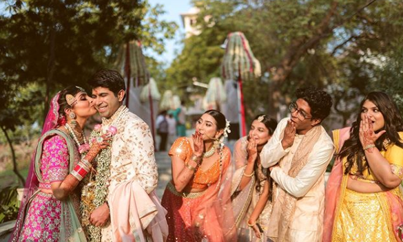 a funny candid picture of a couple with their friends clicked by safarnama