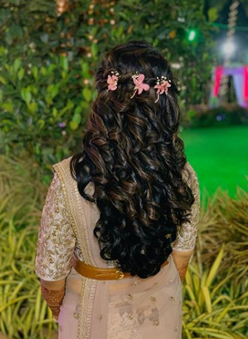 hairstyle for south indian bride with loose curls